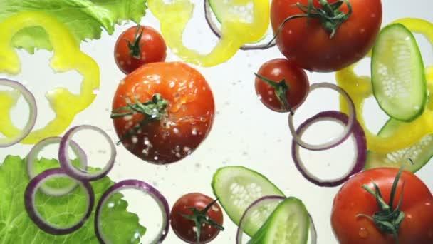 zelenina a šplouchání vody