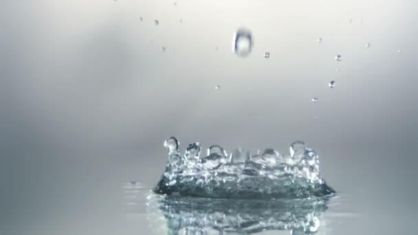 Wasser-Splash mit Luftblasen