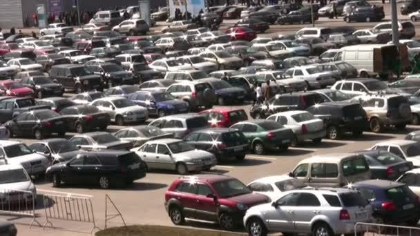 parkování mnoho aut