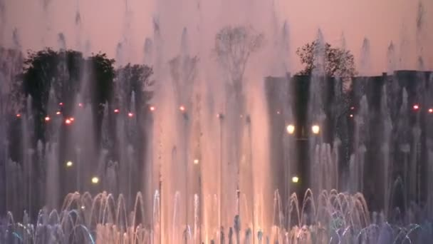 Evening fountain zoom