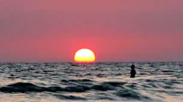 silueta na západ moře časová prodleva