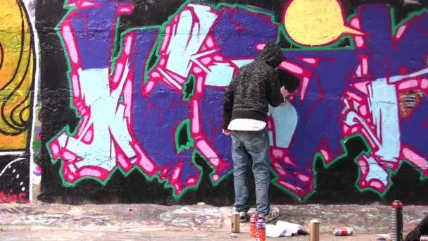 malíř a graffiti
