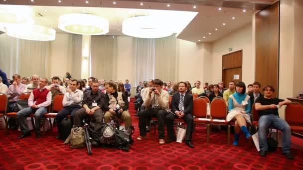 Moskva - 2. října: veřejné konference akcií v Rusku 09 říjen 2, 2009 v holiday inn lesnaya, Moskva, Rusko. posouvání