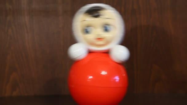 houpací naklápěcí panenka