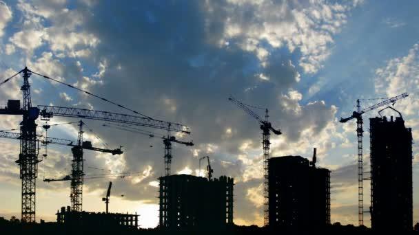 silueta stavby domů a jeřáby, časová prodleva