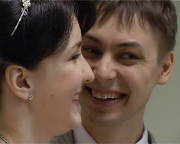 sposa e sposo durante solemnization di matrimonio