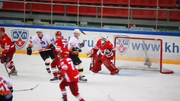 tillkännagivandet av team på junior hockey match spartak-almaz av mhl