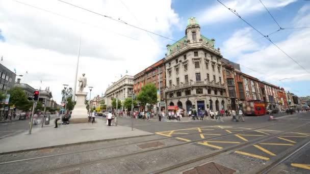 Brisk křižovatky v centru města Dublinu