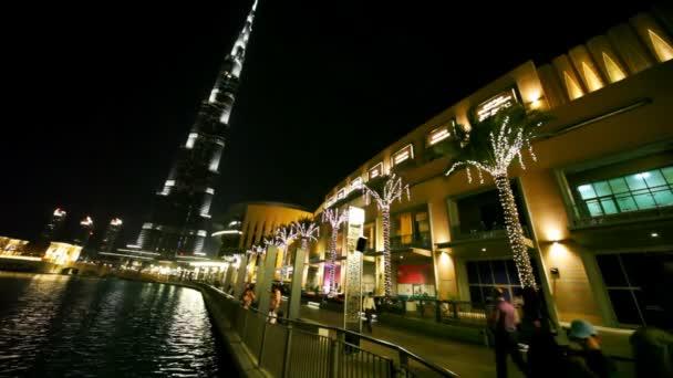 procházky v blízkosti mrakodrap burj khalifa a dubai mall