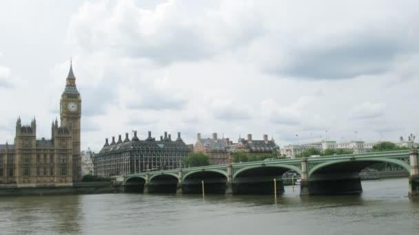 A Big Ben, a híd és a Temze Londonban