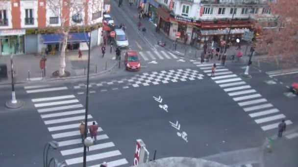 Brisk křižovatky poblíž metra stanice zámek deau v Paříži, Francie