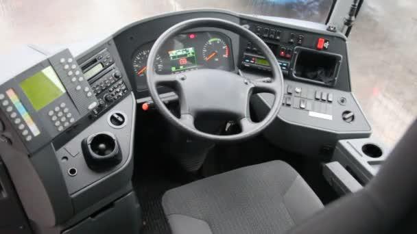 Kabina autobusu z vnitřní, řídicích panelů a volant