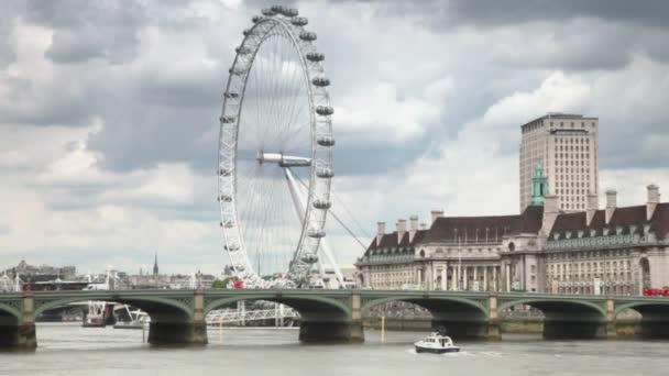Řeka Temže, westminster bridge a london eye