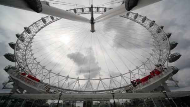 spodní pohled na londýnské oko veliké kolo slavné symbolem Londýna