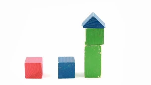 construcción de cubos de color en el castillo en stop motion — Vídeo ...