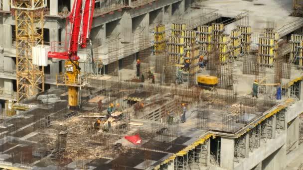 Beschäftigten an der Spitze des Gebäudes Losiniy Ostrov Gutshof