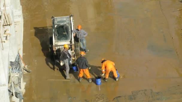 Arbeiter Tauchen Wasser auf Baustelle Losiniy Ostrov Gutshof