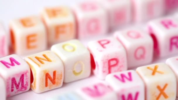Wiersz Biały Bloki Z Kolorowych Liter