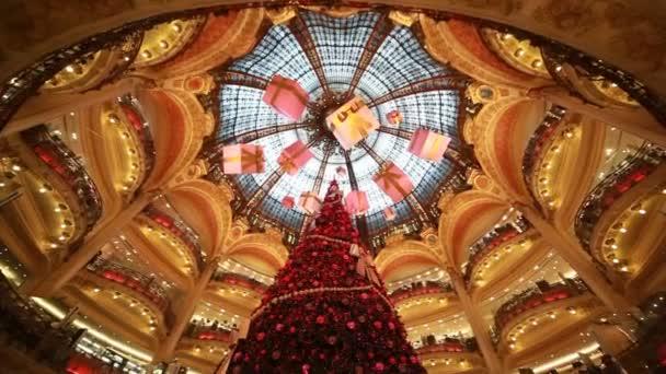 Vánoční strom a oddělení galeries lafayette společnost