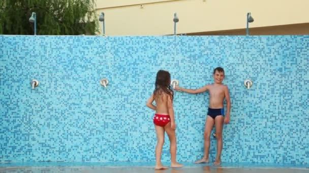Nackte boys u girls duschen