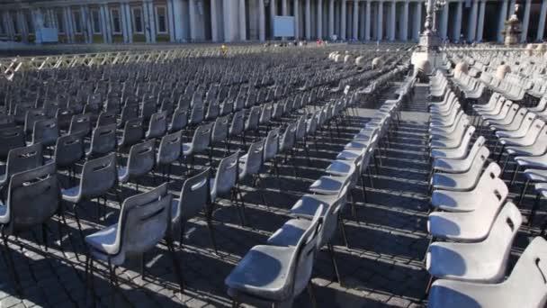 židle na náměstí před st. peters baziliky na Vatikán
