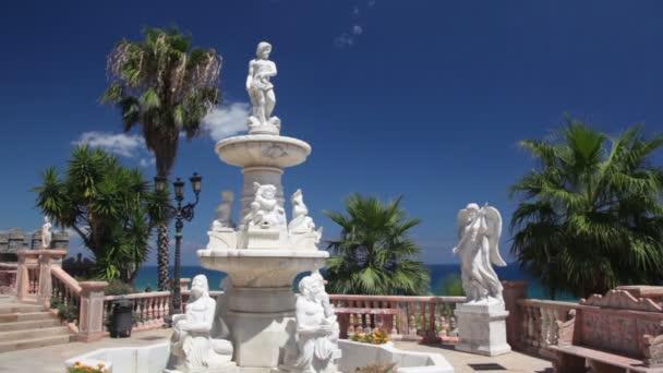 fontána stojí v parku nedaleko středověkého hradu