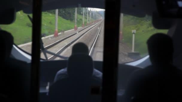 Ferrovia vista dalla cabina di guida del treno durante il for Piani di cabina 20x20