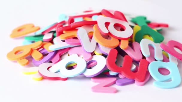 dopisy nahromadí v hromadu, složení otáčí