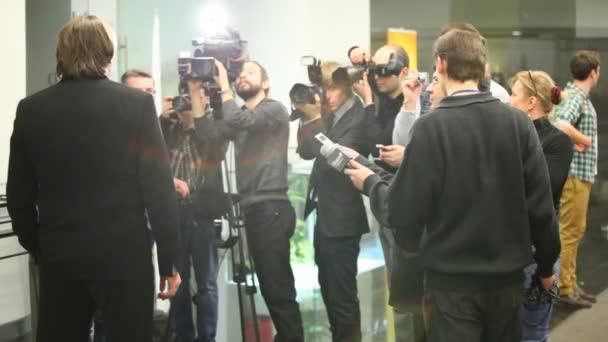 Journalisten interview, Fotografie von Konstantin Ernst auf lohnende Xiv Blockbuster-Preisverleihung