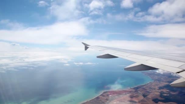 pozemní pod křídla letadla během letu