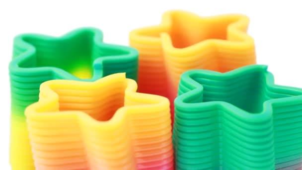 Vier plastic speelgoed veren in formulier sterren draaien