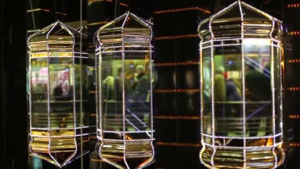Ember mozog a lift található bevásárló központ Európai