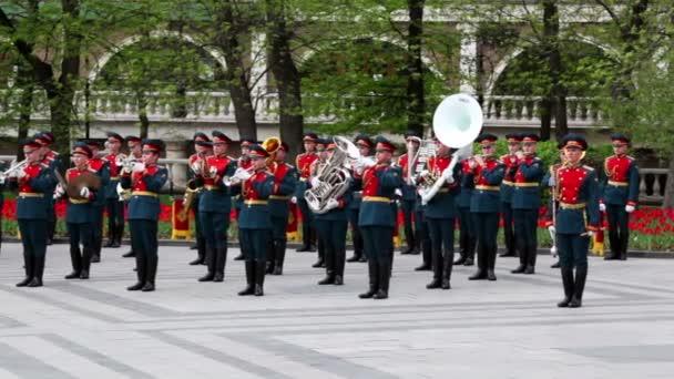 armádní orchestr hra alexander zahradě