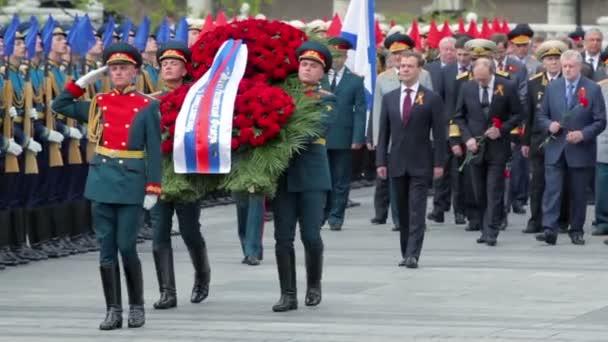 prezident Ruska d.medvedev, premiéra v.putin s politikové a vojenští
