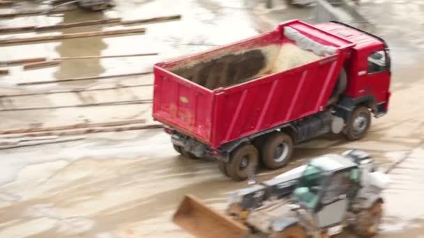 prázdné sklápěcí vůz ze staveniště