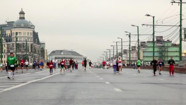 People run on Big Moskvoretsky bridge in XXX Moscow International Peace Marathon