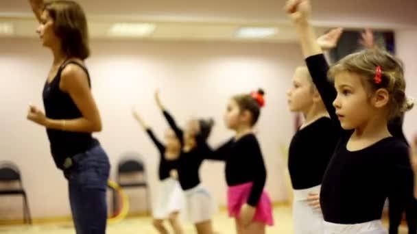 Mädchen auf Tanz-Unterricht mit Ballett Lehrer Zharova svetlana