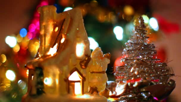 Casa giocattolo favoloso con Babbo Natale e albero di Natale piccolo