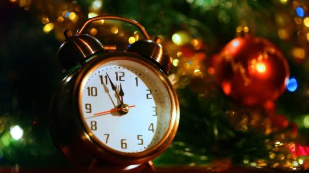 A három percet maradt előtt Szilveszter előtt ünnepi fények karácsonyfa ébresztőóra