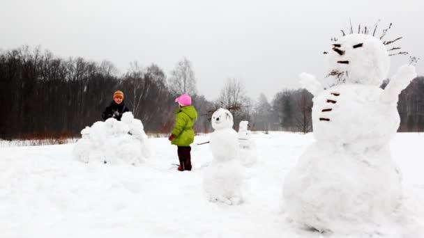 sněhové koule hrát bratra, sestru watch