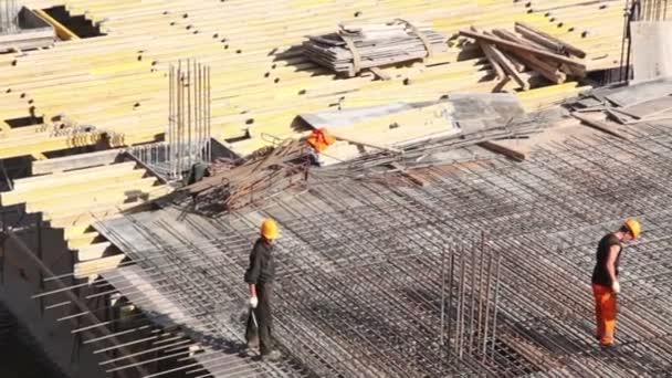 spousta prkna leží na stavební místo