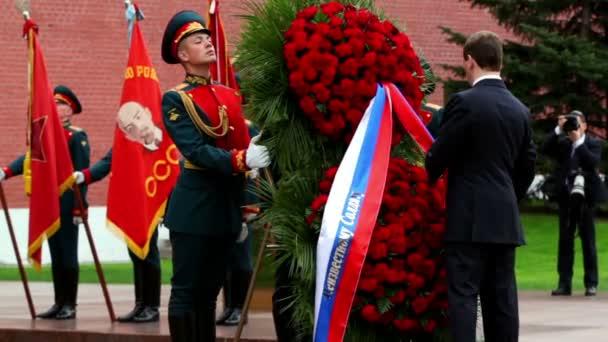 prezident Ruska d.medvedev správné pásu na věnec na Pamětní hrob neznámého vojína