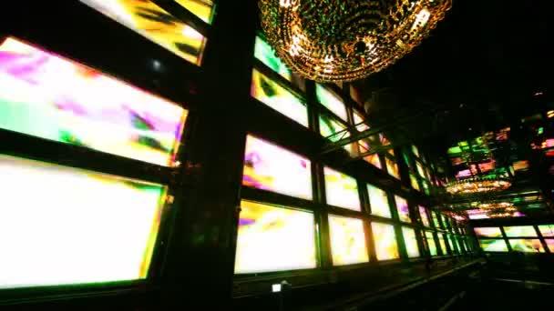 Fali jeleníti meg, ritmikusan villogó színes fények nightclub sarok