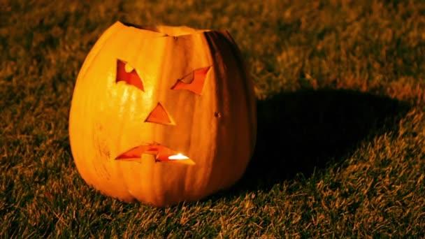 strašidelné jack o lucerna halloween dýně s ohněm uvnitř