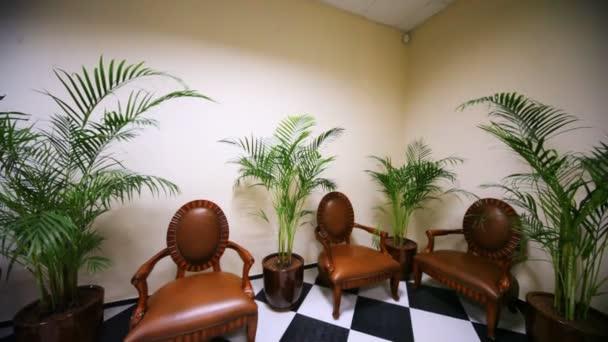 Moderní interiér s koženými křesly