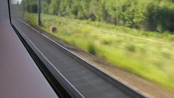 nové široké železniční trati, pohled z okna vlaku, časová prodleva