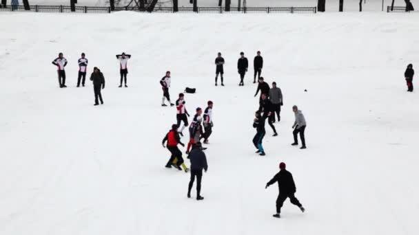 dlouhý útok, jeden z týmů na mistrovství zima z Moskvy v rugby