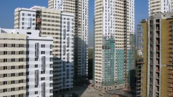 na staveništi stojany jsou mnoho nových budov