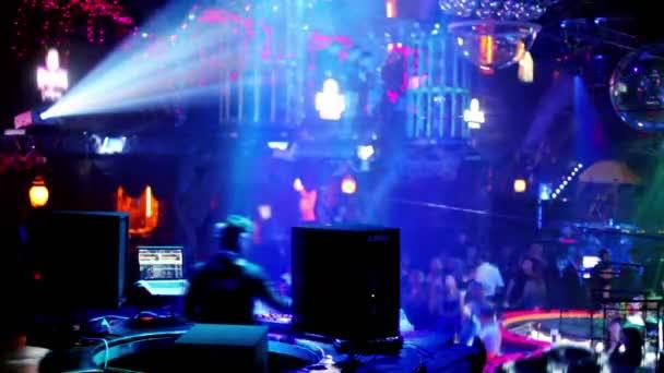 trabajo en club nocturno