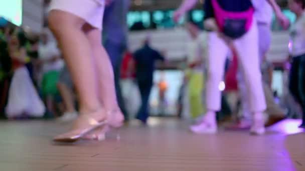 Sokan lage Hall nő táncol